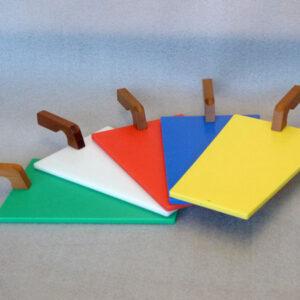 Tagliere in polietilene con manico in legno